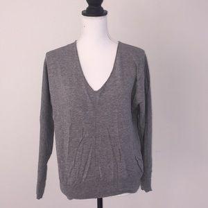 Gap v neck sweater heather grey medium